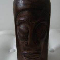 Chip cu trasaturi africane, din lemn de esenta tare, vechi, sculptat, de colectie. - Sculptura