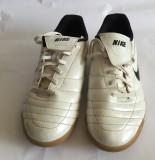Adidasi originali marca Nike, mar.38, Alb, Piele naturala