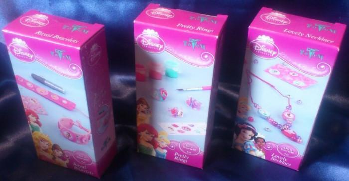 Cadou pentru fetite: Set 3 cutii cu accesorii papusi Disney