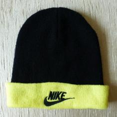 Caciula Nike; 100% acrylic; marime universala; stare foarte buna - Fes Barbati, Culoare: Din imagine