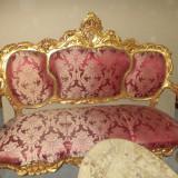 Superb salon in stilul francez imbracat in foita de aur de dimensiuni mari