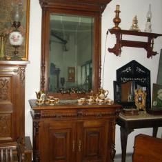 Oglinda sculptata