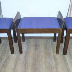 2 tabureti și un scaun de toaleta artdeco