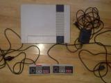 Vand 1 consola NES - NINTENDO ENTERTAINMENT SYSTEM + Nintendo NES Zapper