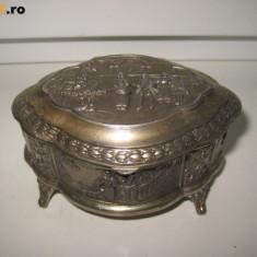 CASETE-CUTII VECHI-VINTAGE BIJUTERII 2.Casetuta metal-crom scena epoca bijuterii
