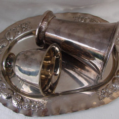 Tava argintata Augsburger cu doua cupe, una din 1958, iar alta din anii 1930, Ornamentale