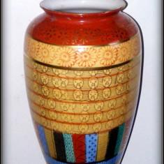Deosebita vaza portelan Japonia, decorata cu motive aurii, marcaj muntele Fuji, Vaze