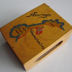 Suport norvegian din lemn pentru cutie de chibrite, inscriptionat Trondheim
