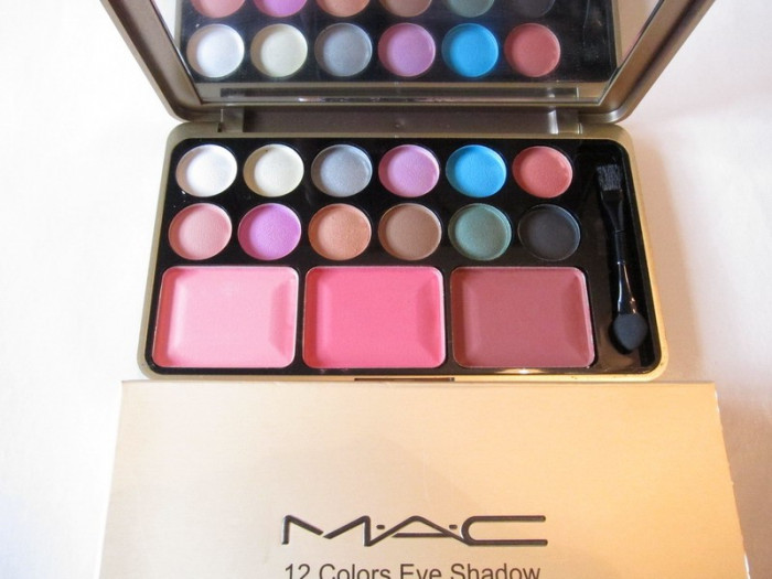 Trusa Machiaj Aurie Mac 12 Culori Pt Ochi Si 3 Pt Obraz Model 02
