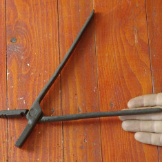 Scule / unelte - vechi cleste de fierarie - model deosebit !!!! - Metal/Fonta