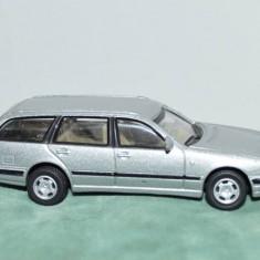 Macheta masinuta metal Mercedes Benz 300T, 7cm, decor, colectie