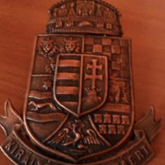 "Placa metalica maghiara ,veche ,cu stema Ungariei ""Kiralyert es hazaert"""