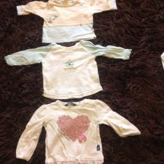 Set de trei 3 bluzite pentru nou-nascuti, 0-3 luni, 56-62 cm, diverse marci, Culoare: Din imagine, Fete