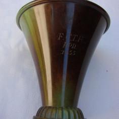 Frumoasa cupa suedeza din bronz patinat, datata 1955 (1), Ornamentale