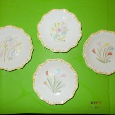 4 FARFURIOARE de DULCEATA din portelan BAVARIA pictate MANUAL in tema florala, Farfurii