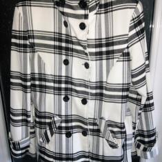 Palton toamna/iarna dama femei fete alb cu dungi negre marimea 42 L cu cordon