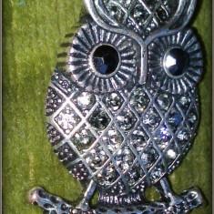 Brosa metal argintiu cu pietre bufnita - Brosa Fashion