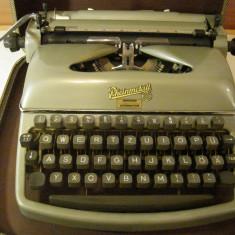 Masina de scris RHEINMETALL+banda noua de scris