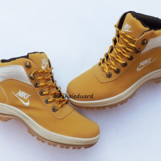 BOCANCI NIKE MANDARA - Bocanci barbati Nike, Marime: 41, Culoare: Mustar, Piele sintetica