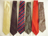 Cravate elegante aproape noi, Din imagine