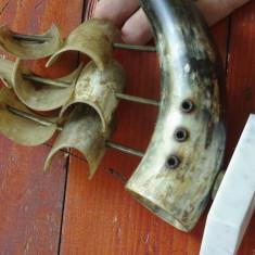 Veche corabie din corn de bovina cu suport din marmura - decor deosebit !!!
