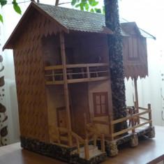 Casa in miniatura unicat confectionata si asamblata manual, 1:24