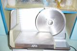 Feliator mezeluri-piine