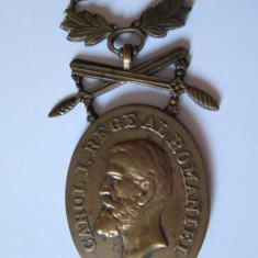 MEDALIA CAROL I BARBATIE SI CREDINTA CU SPADE PENTRU MILITARI CLASA A III-A - Medalii Romania, An: 1918