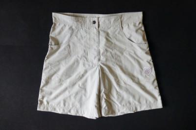 Pantaloni scurti Mammut; marime 40, vezi dimensiuni exacte; impecabili, ca noi foto