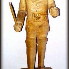 Sculptura in lem reprezentand un ofiter englez la inceput de secol XIX, Lemn, Europa