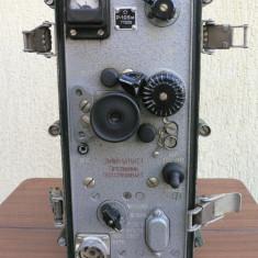 STATIE RADIO RECEPTIE MILITARA - R105M - RUSIA ANII 1950 - BATERIE SI ACCESORII