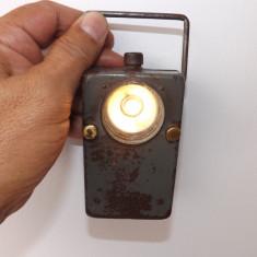 Lanterna veche de semnalizare, militara, in stare de functionare .Rereducere!