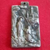 Finut si Vechi Medalion Pandativ cu tema religioasa Fecioara Maria delicat