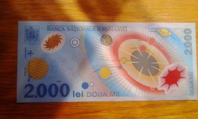 Bacnota de 2000 de lei cu eclipsa seria 005B foto