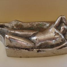Scrumiera masiva din bronz