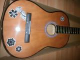 Chitara clasica incepatori cu corzi de metal si pana culoare maro cu grafica