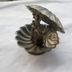 Superba si Veche Icoana in Scoica lucrata manual si avand o Patina Minunata - Icoana din metal