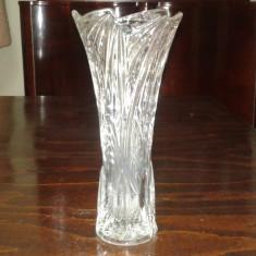 Vaza veche de cristal sau semicristal - Arta din Sticla