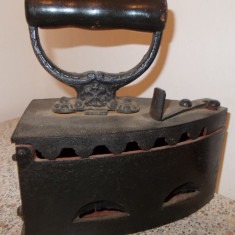 FIER DE CALCAT PE CARBUNI-DEOSEBIT - Metal/Fonta