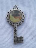 Finut si Elegant Medalion Pandativ Vintage Cheita cu Poza lucrat manual de Efect