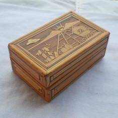 Delicata si Veche Cutie Bijuterii din lemn lucrata manual Finuta si de Efect