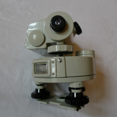 TEODOLIT - NIVELA - INSTRUMENT TOPOGRAFIC TH - 10L - CCCP - URSS - ANUL 1982 - Microscop