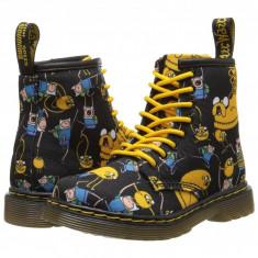 Dr. Martens Kid's Collection Adventure Time Brooklee 8-Eye Lace Boot (copii) | 100% originali, import SUA, 10 zile lucratoare - z12809 - Ghete copii Dr Martens, Baieti, Negru