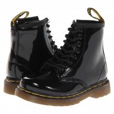 Dr. Martens Kid's Collection Brooklee 8-Eye Boot (copii) | 100% originali, import SUA, 10 zile lucratoare - z12809 - Ghete copii Dr Martens, Baieti, Piele naturala, Negru