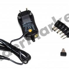 Adaptor universal WELL 3 - 12V 1000 mA in comutatie