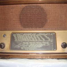 LUNA CADOURILOR : TELEFUNKEN 166 WK ; 1941 - 1944 RADIO LAMPI - Aparat radio