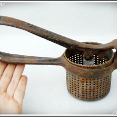 STORCĂTOR MANUAL PT. FRUCTE, VECHI, REALIZAT DIN FONTĂ, PIESĂ DE DECOR, 1.1 KG! - Metal/Fonta, Altul