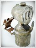 LAMPĂ DE BICICLETĂ PE CARBID, VECHE, REALIZATĂ DIN ALAMĂ NICHELATĂ, 400 GRAME!