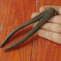 Scule / unelte vechi - Compas / model deosebit realizat manual !!!! - Metal/Fonta
