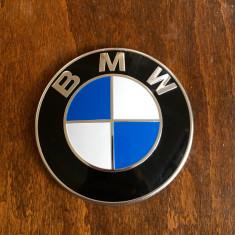 Vand Emblema Capota Originala BMW Model Nou F01,02,03. F10,11,12,13,15, x5 Pt. Toate Modelele noi dupa 2009 in prezent Originala Made in Germany